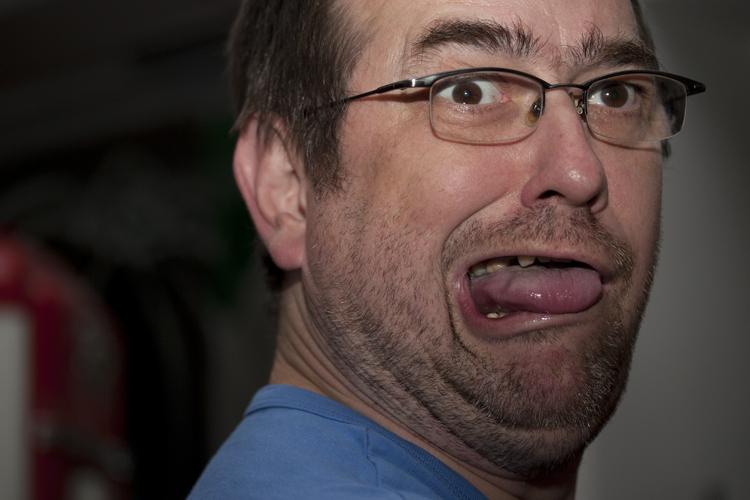 Zunge zeigen