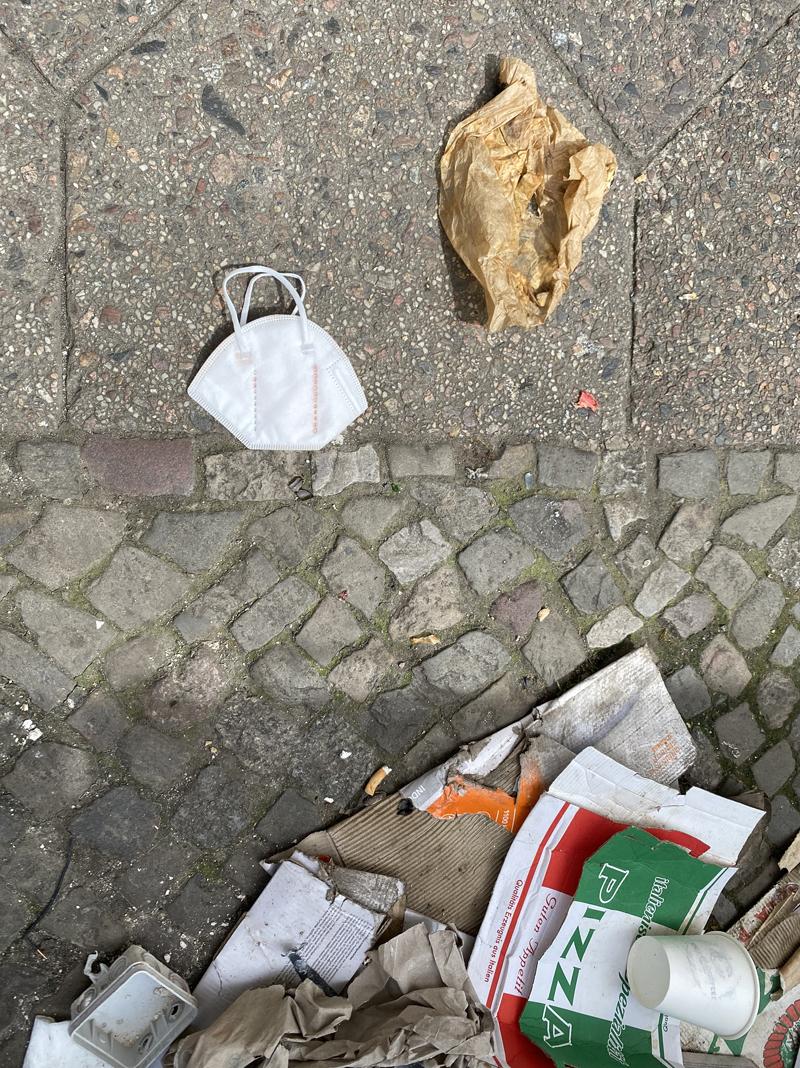 FFP-2 vor Müll